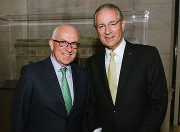Albert Behler (Chairman, CEO and President of the Paramount Group) and Dr. iur. Hubert Achermann (Chairman of the Board of Trustees LUCERNE FESTIVAL and the Foundation Friends of LUCERNE FESTIVAL)