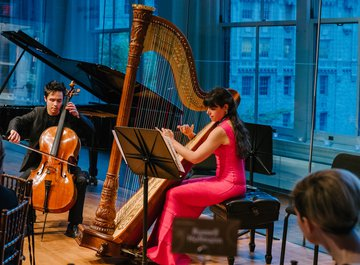 Jay Campbell (cello) and Mélanie Genin (harp)
