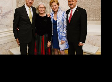 Dr. iur. Hubert Achermann (Chairman of the Board of Trustees LUCERNE FESTIVAL and the Foundation Friends of LUCERNE FESTIVAL) and his wife Christine Acherman with André Schaller (Swiss Ambassador) and his wife Brigitte Schaller