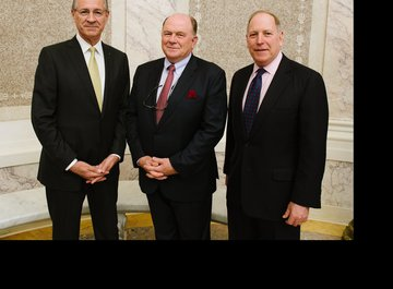 Dr. iur. Hubert Achermann (Chairman of the Board of Trustees LUCERNE FESTIVAL and the Foundation Friends of LUCERNE FESTIVAL), Walter B. Kielholz (Chairman of the Board of SwissRe Board Member of LUCERNE FESTIVAL) and Alan Vickery (Partner at Boies, Schil